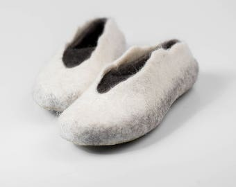 Womens Natural wool slippers Felted wool slippers Black white slippers Traditional felted wool valenki