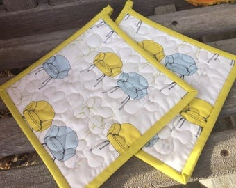Quilted Potholders, Mid-Century Modern Potholders, Fabric Potholders, Set of 2 Hotpads, Handmade Pot Holders