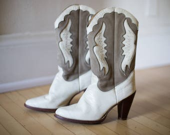 Vintage 90s Zodiac White Taupe Leather Western Boho Boot // Cowboy Cowgirl Ankle Boots // Snakesin - Size 8/9