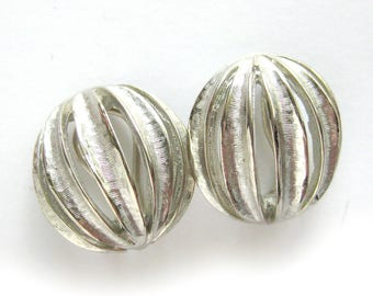 Vintage CORO Earrings / Brushed Silver Modernist Sphere Earrings / Clip Back Earrings / Vintage Jewelry / Costume Jewelry / Round Earrings