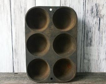 SALE Muffin pan Cast Iron Pan Muffin Tin Biscuit Tin Antique Pan Rustic Kitchen farmhouse Kitchen Fixer Upper Decor