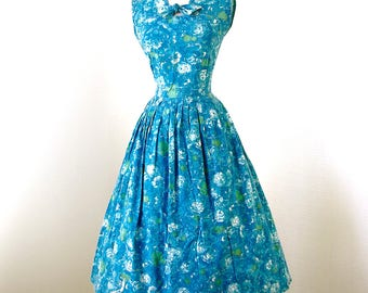 vintage 1950's dress ...classic staple PAT PERKINS blue floral cotton full skirt pin-up summer sun party dress l xl