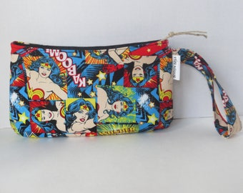 Wonder Woman - Clutch - Wristlet - Wonder Woman Clutch