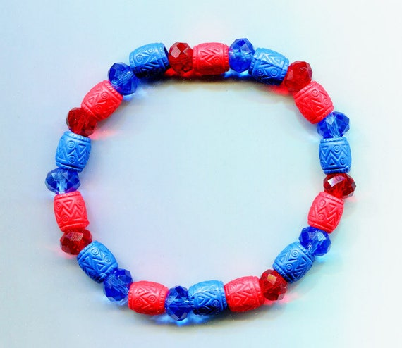 beaded bracelet blue red stretch acrylic glass barrel bead boho hippy gypsy handmade jewelry
