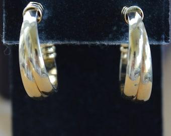 Gold tone Twisted Hoop Pierced Earrings, Vintage (AH7)