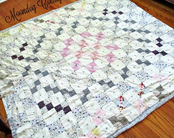 "ANTiQuE HaNDMaDe QuiLT - PaTCHWoRK DeSiGN - 64"" x 68 1/2"""