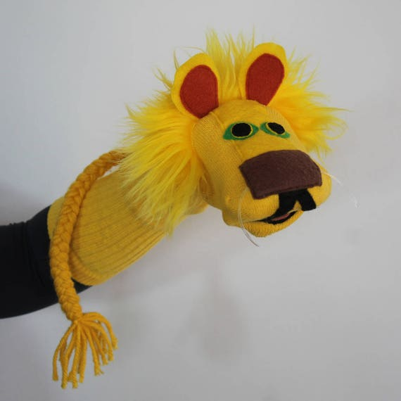 how to make a lion puppet with a sock
