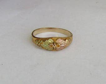 SALE price reduced, Classic Grapes & Leaves Black Hills Gold 10K Vintage Ring, excellent condition, size 6.25, free US first class shipping