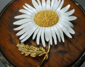 Marvella Flower Pin, Large White Daisy w Gold Brooch, 1960s, Not Perfect