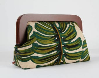 Wooden frame clutch bag - Monstera - Trip purse / Japanese fabric / Cotton and Steel / Rifle Paper Co / Jungle leaves / Green brown