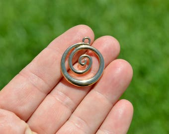 5  Gold Tone Round Spiral Charms GC3392