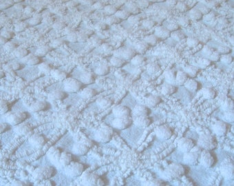 Cabin Crafts Antique White ZigZag Vintage Cotton Chenille Bedspread Fabric 12 x 26 Inches