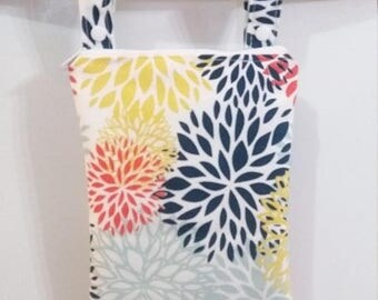 On Sale Floral wet bag, Wet bathing suit bag, swimsuit bag, cloth diaper bag, waterproof bag, zippered wet bag