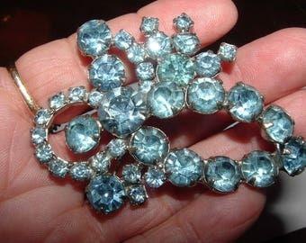 sale-------mid century- 1950s  blue rhinestone brooch  rhodium plated solid and good sz