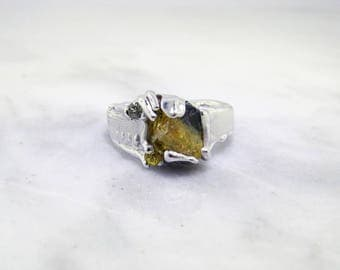 Raw Sapphire Silver Ring, Duotone. Yellow and Navy blue Sapphire