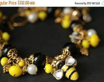 SUMMER SALE Bumble Bee Charm Bracelet. Beaded BumbleBee Bracelet. Bumble Bee Bracelet in Black and Yellow. Handmade Bracelet in Gold.