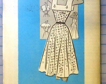 American Weekly #3891 - 1950s Vintage Sewing Pattern - SunDress with Detachable Necklines