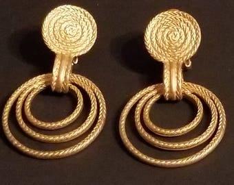Vintage earrings  gold tone Earrings clip on