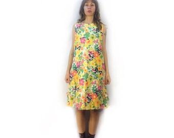 Vintage 60s mod floral shift dress // floral print // sleeveless dress // mid century style fashion