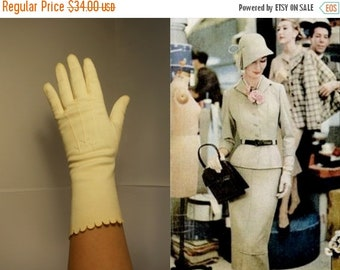Anniversary Sale 35% Off Behind The Scenes - Vintage 1940s Ivory Mid Arm Scalloped Gloves - 6.5/7