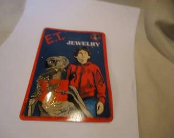Vintage 1982 ET Jewelry Necklace Extra Terrestrial On Unpunched Card Package, collectable
