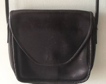 Vintage Coach Black leather shoulder purse