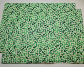 Pair of Reversible Placemats: St Patrick's Green Clovers on Cream Clovers