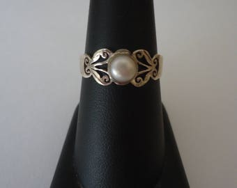 Vintage 925 Sterling Silver Filigree Ring w/ Single White Pearl, Size 9, 2 Grams