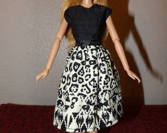Black & beige dress in an Africam tribal print with low back for Fashion Dolls - ed1059