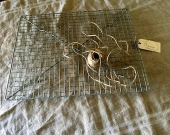 Amazing large size oblong VINTAGE crinkly wire cake cooling rack. Vintage kitchen / display.