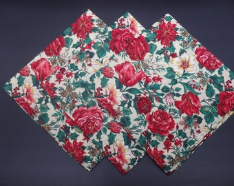 Floral Christmas Dinner Napkins, Holiday Napkins, Floral Napkins, Hostess Gifts, Newlywed Gifts