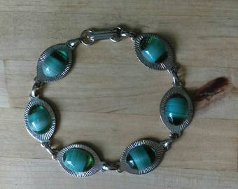 Vintage 1970s silvertone & green glass agate stone bracelet