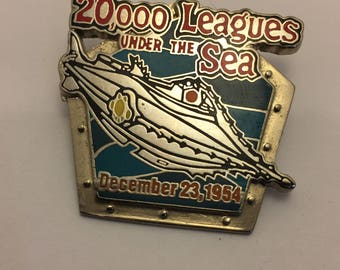 Walt Disney Collection Pin 20,000 Leaugues Under The Sea 1954 Limited Edition lot 98