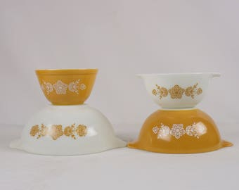 Gold butterfly pyrex bowls / Pyrex mixing bowls set / Retro kitchen / Vintage mixing bowls / set of four