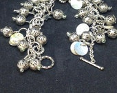 Bracelet made with mother of pearl vintage drops and filigrane silver balls