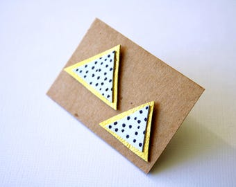Polka dot triangle leather earrings in white, gold and black