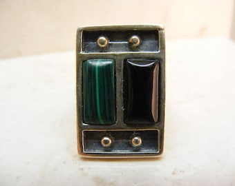 Vintage Malachite and Black Onyx Sterling Silver Ring .....  Lot 5700