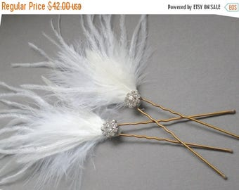 ON SALE SET. Bridal Ostrich Feather Hair Pin Set of 2.  Chic Prom and Luxe Elegant Evening Wear Fascinator. Boho Bride Maid Feathered Hair P