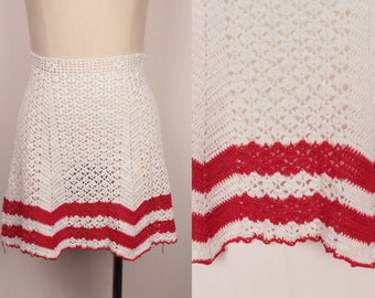 vintage crochet apron // red and white