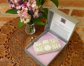 Tissue Holder, Lace Tissue Holder, Wedding Favour, Wedding Accessories, Gift boxed wedding favour