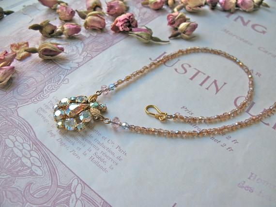 Pompadour Antoinette neck...