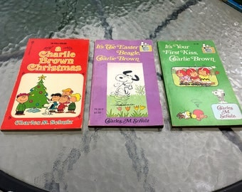 """Vintage 60's - 70's  """"CHARLIE BROWN & SNOOPY"""" Paperbacks by Charles Schulz  Lot of 3"""