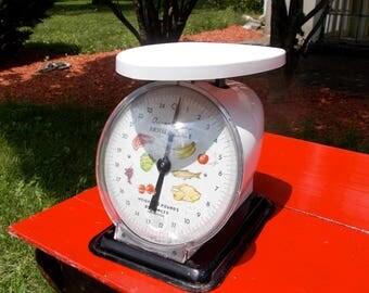 Vintage DECO ATOMIC AGE American Food Scale weighs up to 25 pounds Cooking Serving Kitchen Meat Poultry Fish Produce