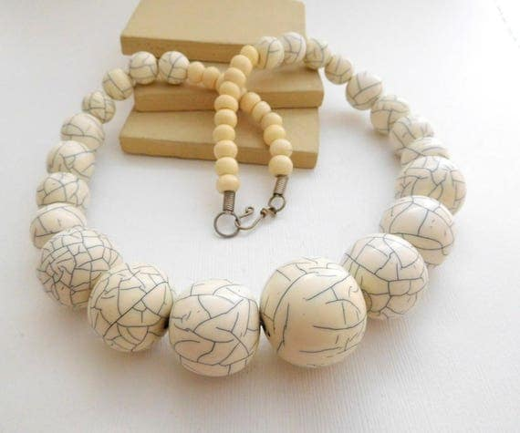 Vintage Super Chunky Plastic Gray White Cracked Bead Statement Necklace ZZ21