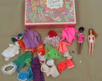"""Vintage ~ 1970s ~ """"DAWN and her friends DOLL CASE"""" ~  with Clothing and 2 Dolls (dating to 1970)"""