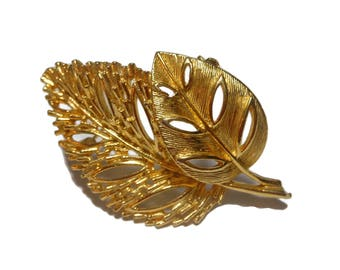 Lisner double leaf brooch pin, gold tone leaves, statement piece, beautifully textured to reflect light, open work leaves