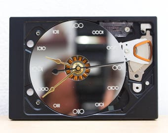 Desk clock - recycled Computer hard drive clock, HDD clock, gift for dad, unique gift for him, graduation gift - c6546