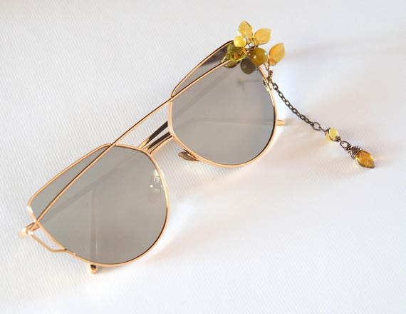 Sunglasses decorated with dangle crystals