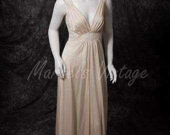 On Sale Vintage Olga Nightgown Ivory Bodysilk Lingerie Size Small 70's Style 9285