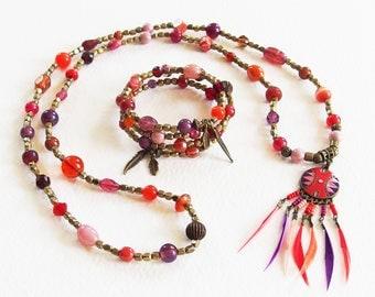 Parure Collier Bracelet Manchette - Rouge Energie - Perles de Verre, Plumes, Métal Bronze - Bijoux créateur, fait-main, pièce unique
